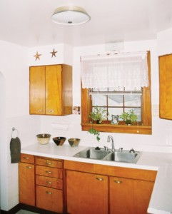 Cape Cod House - Kitchen