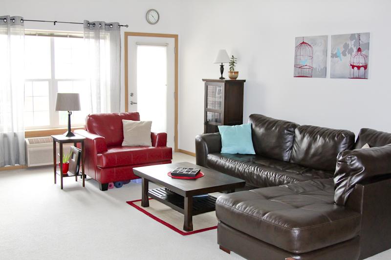 Cortland Pond - Living Room