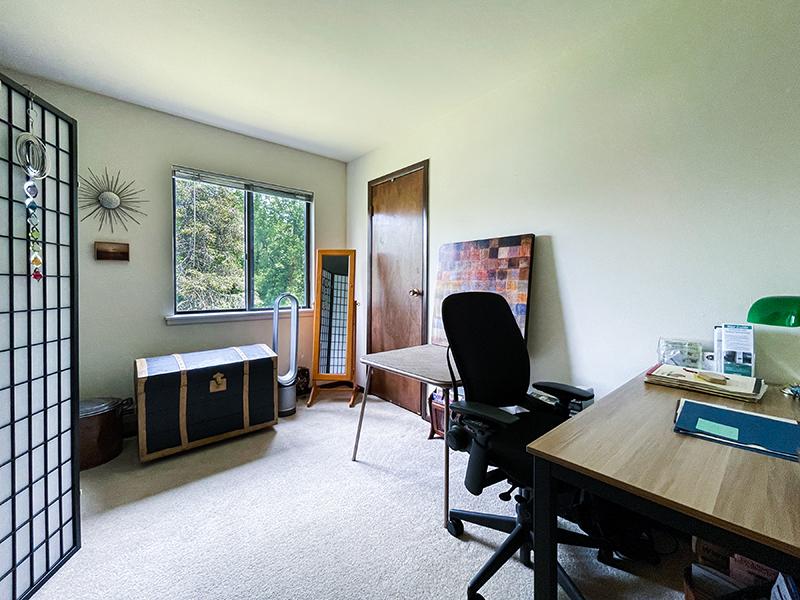 Pheasant Run I office bedroom